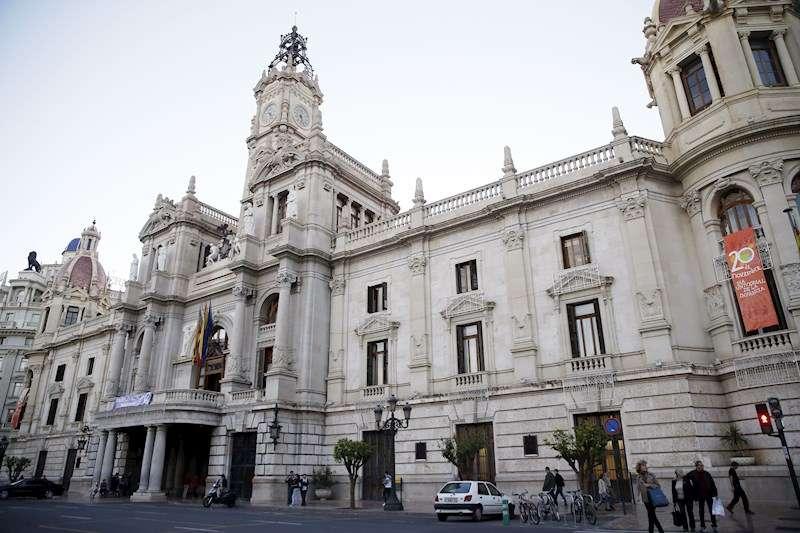 Fachada del Ayuntamiento de València. EFE/Archivo
