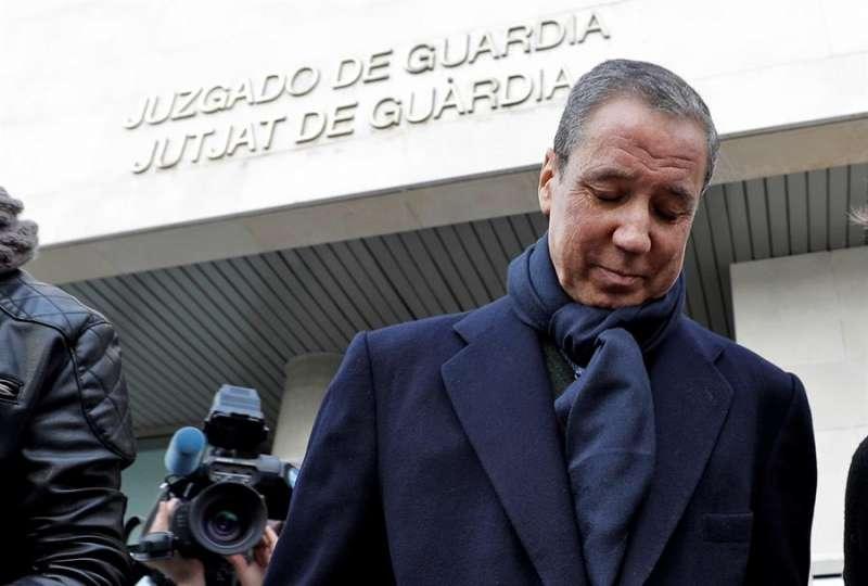 El expresident de la Generalitat Eduardo Zaplana, tras firmar en la oficina de presentaciones del juzgado de guardia de Valéncia en febrero de 2019. EFE/Manuel Bruque