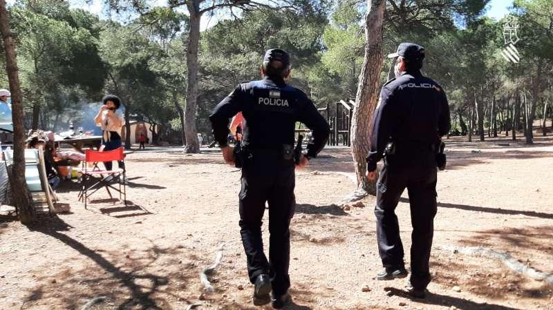 Agentes de la Policía en Santo Espíritu