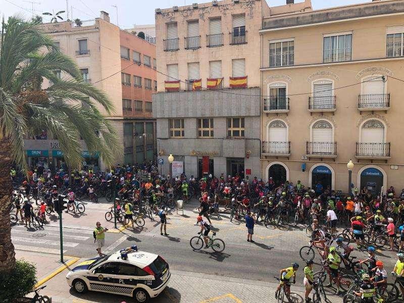Imagen de los manifestantes facilitada por el Ayuntamiento de Elche.