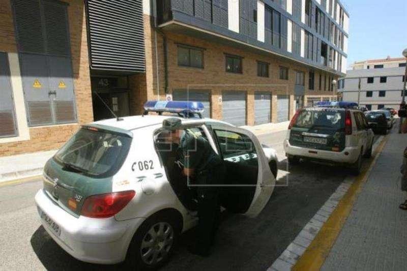 Fotografía de archivo de varios coches de la Guardia Civil. EFE/Archivo