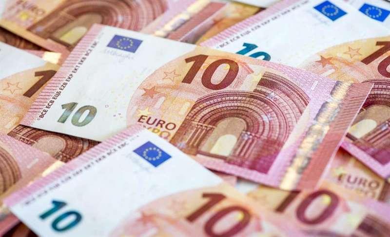 Vista de algunos billetes de diez euros. EFE/Archivo