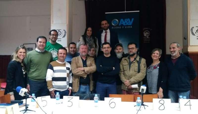 Foto de los participantes al debate. EPDA