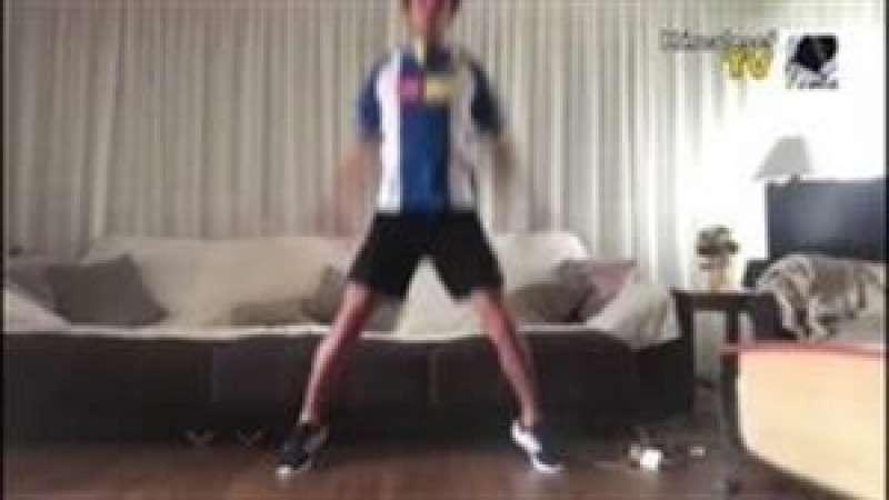 Captura del vídeo difundido por el Hércules TV en el que su jugador Rubén Molina muestra cómo entrena en casa. EFE