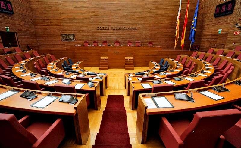 Vista general del hemiciclo de Les Corts Valencianes vacío por la crisis del coronavirus, en una imagen reciente. EFE