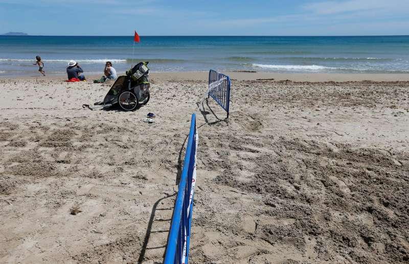 Vayas en la playa de El Campello.