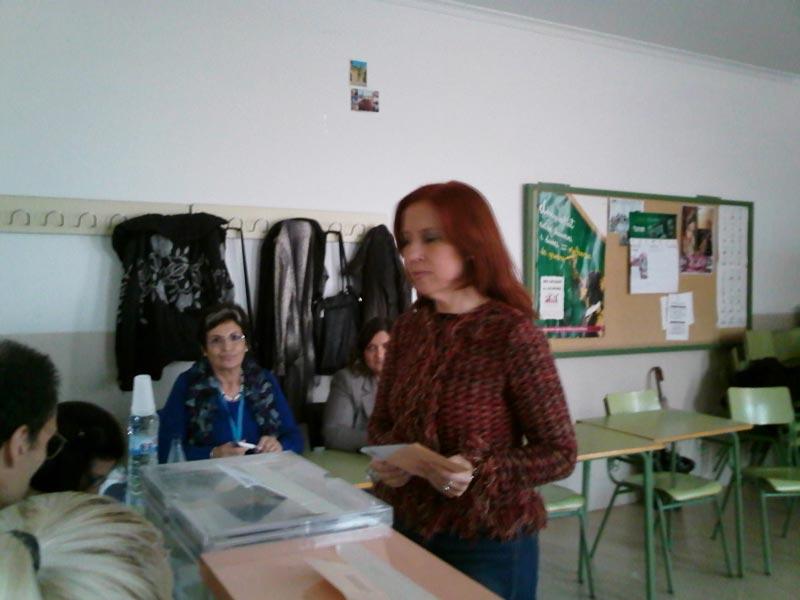 Carmen Jávega alcaldesa de Aldaia votando el 20N. FOTO EPDA