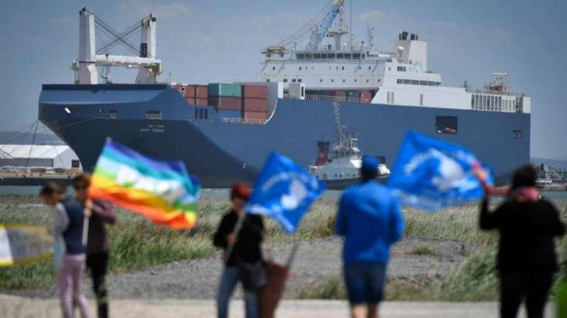 Protesta front a un vaixell. EPDA