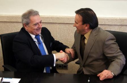 Rus y el alcalde de Camporrobles. FOTO: DIVAL