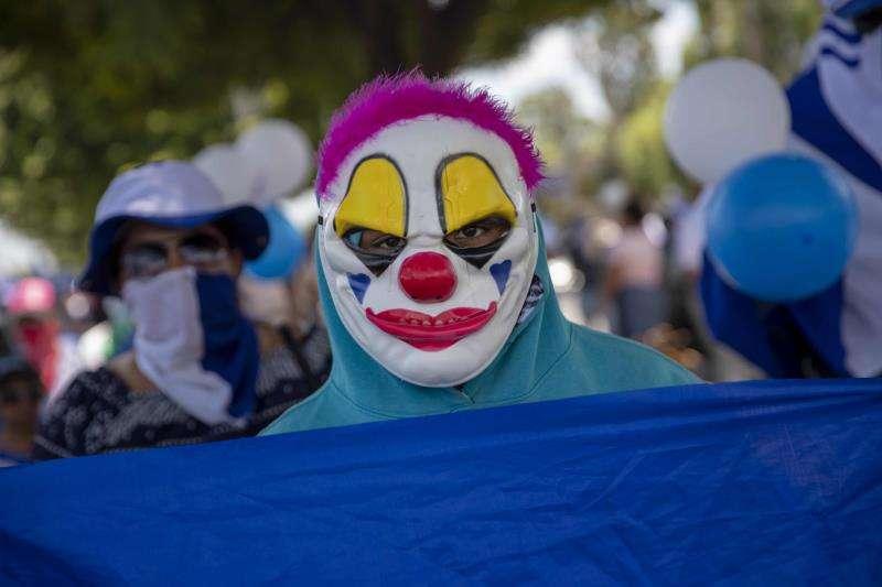 Un hombre con una máscara de payaso. EFE/Archivo