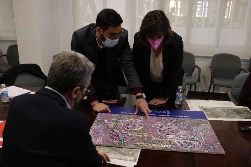 inez, alcaldesa de Quart y el conseller de obras oúblicas, Arcadi España