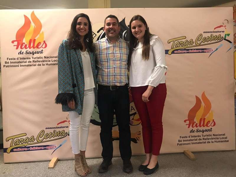 El nuevo presidente de la Federación Junta Fallera de Sagunt con las Falleras Mayores. EPDA