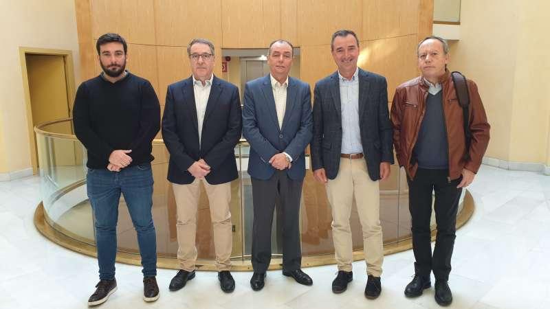 Los representantes de los sindicatos con el alcalde. / EPDA