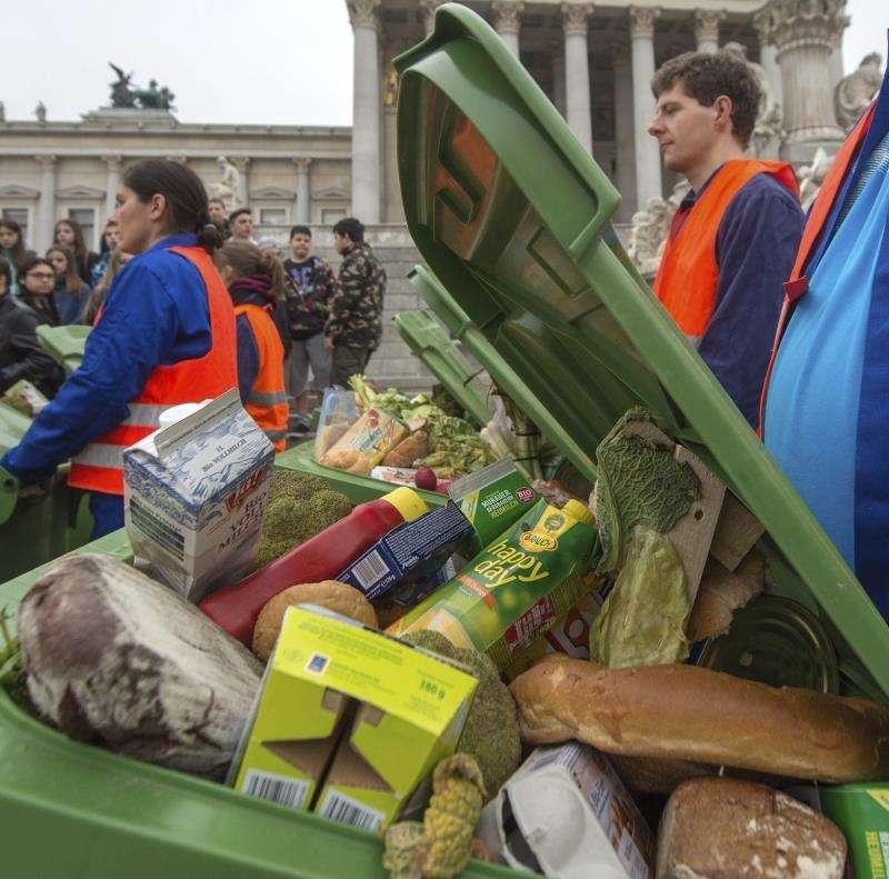 Protesta por el desperdicio de comida. EFE/Archivo