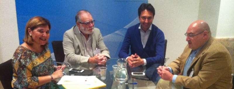 Bonig y Betoret con los alcaldes de Torrebaja, Manuel Tortajada, y de Casas Altas, Cesar Vicente Sánchez