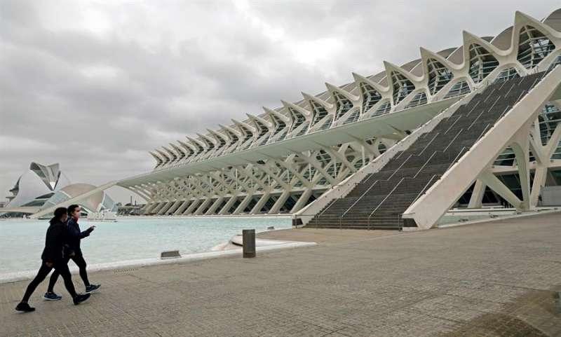 La Generalitat habilitará la Ciudad de las Artes y las Ciencias de Valencia para el proceso de vacunación masiva en la Comunitat Valenciana, que se prevé que comience en abril, cuando se incremente la llegada de dosis.EFE/Juan Carlos Cárdenas