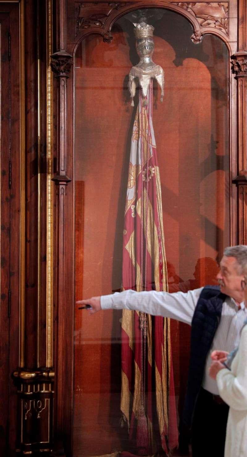 Imagen de la Real Senyera que atesora el Ayuntamiento de València. EFE