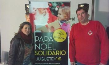 Cruz Roja Alzira colabora en la repartida de los juguetes a familias. FOTO: EPDA