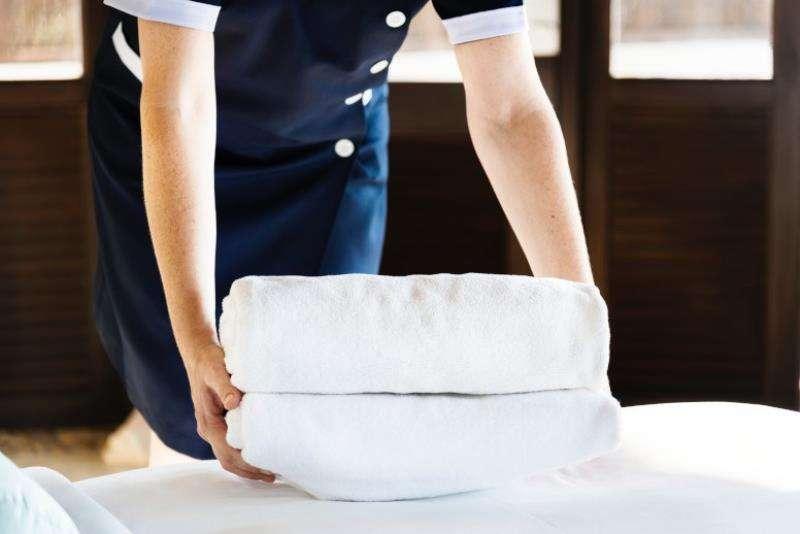 Una camarera de piso, en una imagen de CCOO.