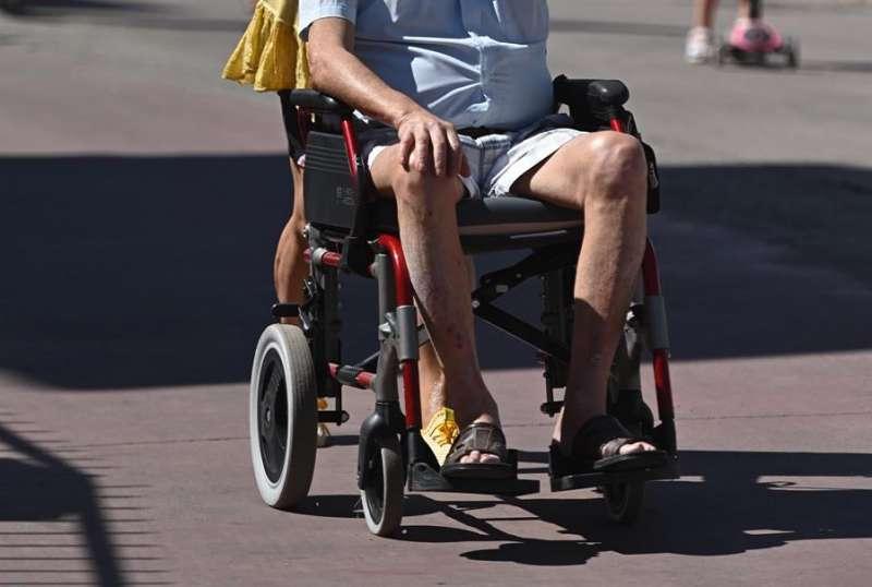 Una persona en silla de ruedas. EFE