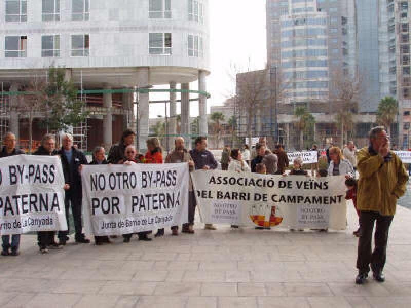 Concentració contra el by-pass en Paterna. EPDA