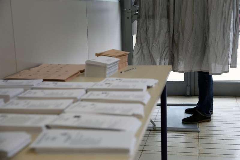 Un colegio electoral de Valencia durante la última cita electoral. EFE/ Ana Escobar/Archivo
