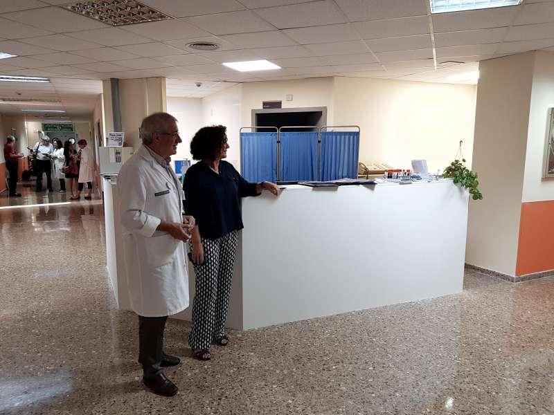 El Gerente del Departamento de Salud de Sagunt en la sala de Medicina Interna del Hospital de Sagunt. EPDA