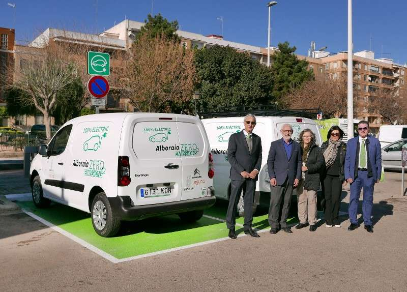 Inauguración del primer punto de recarga de vehículos en Alboraya. EPDA
