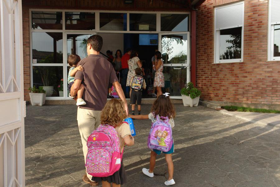 Comienzo del curso escolar en un centro de Mas Camarena.
