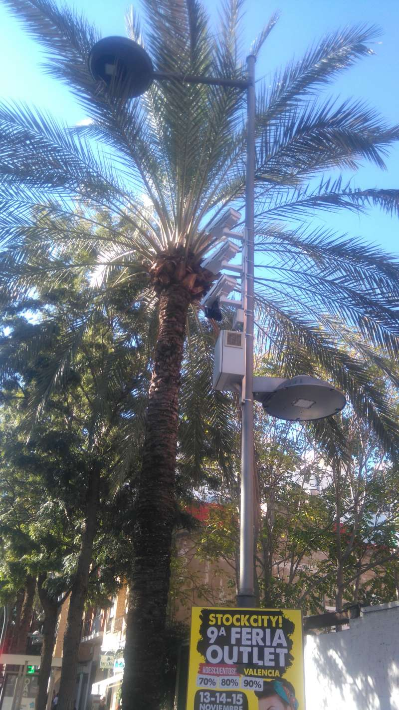 Sistema foto-rojo en un semáforo de Catarroja. EPDA