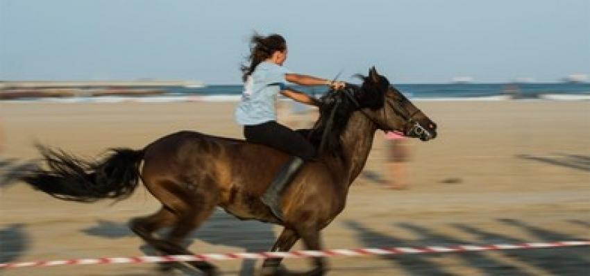Una de las participantes montando a caballo. FOTO VALENCIA.ES