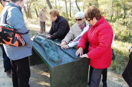 Un grupo de invidentes visita el poblado íbero de la Bastida de Alcusses. Foto dival.es