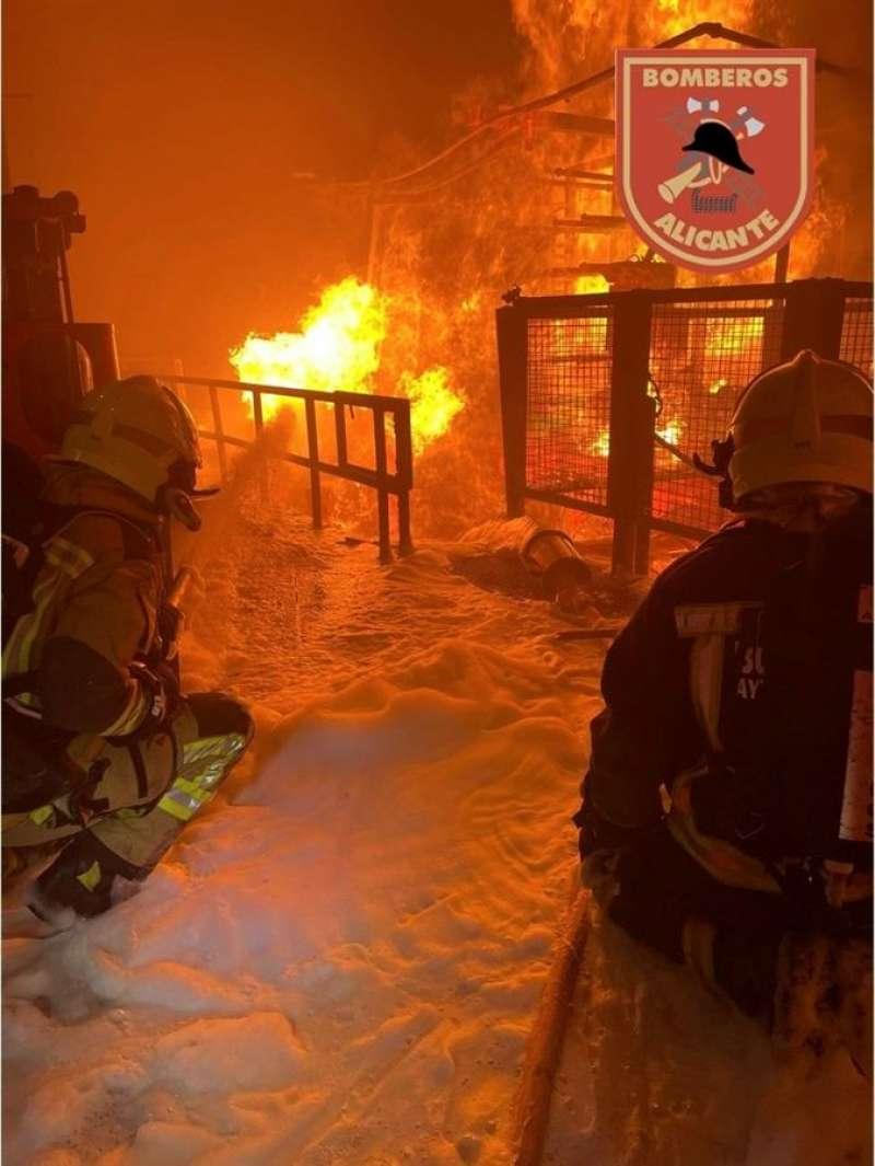 El incendio partió de unos tanques de aceite