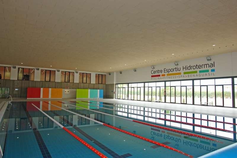 El Ayuntamiento asume la gestión de la piscina cubierta