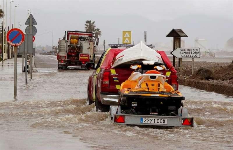Carretera anegada por el agua, en una imagen de este miércoles en Castellón. EFE/Consorcio Provincial de Bomberos de Castellón