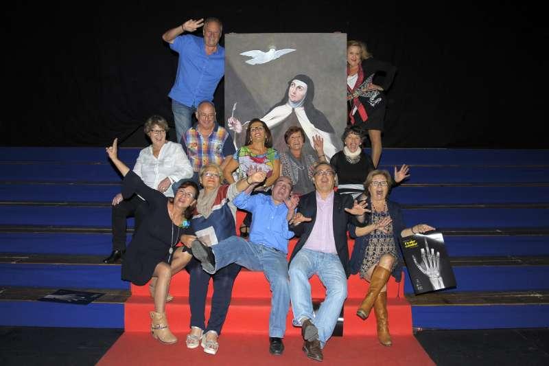 Mascarada Teatre con el concejal de Cultura. EPDA