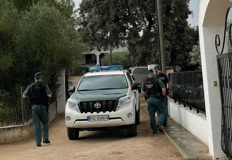 La Guardia Civil, en la finca donde se busca el cuerpo de Wafaa. EFE/EFE TV/Raquel Segura