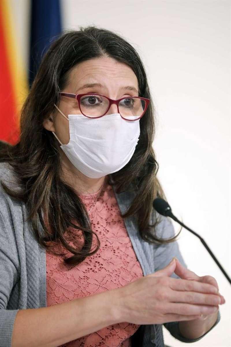 La vicepresidenta y portavoz del Gobierno valenciano, Mónica Oltra, durante la rueda de prensa  este viernes. EFE