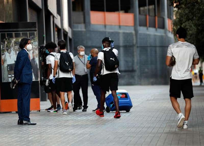 Los jugadores del Valencia CF a su llegada al estadio de Mestalla .EFE/Archivo