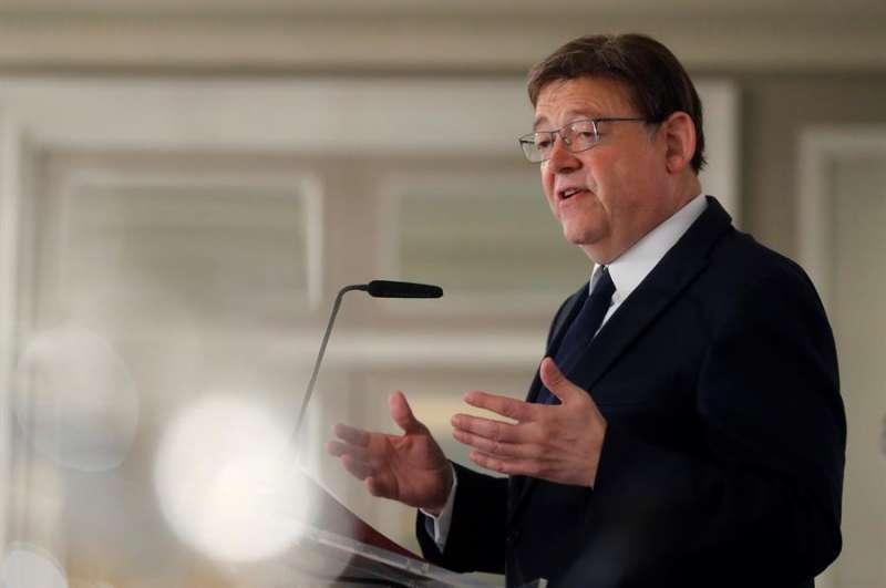 Imagen de archivo de Ximo Puig ofreciendo un discurso.