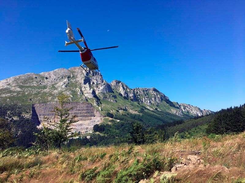 Un helicóptero medicalizado ha evacuado al herido. Foto: Archivo