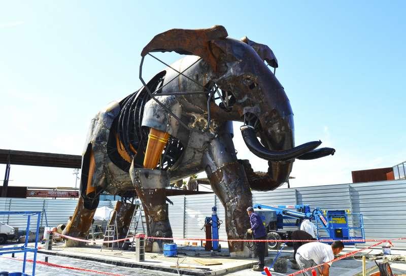 El majestuoso elefante de la plaza de BIOPARC Valencia se llamará Escipión y simboliza la unión del arte y la naturaleza