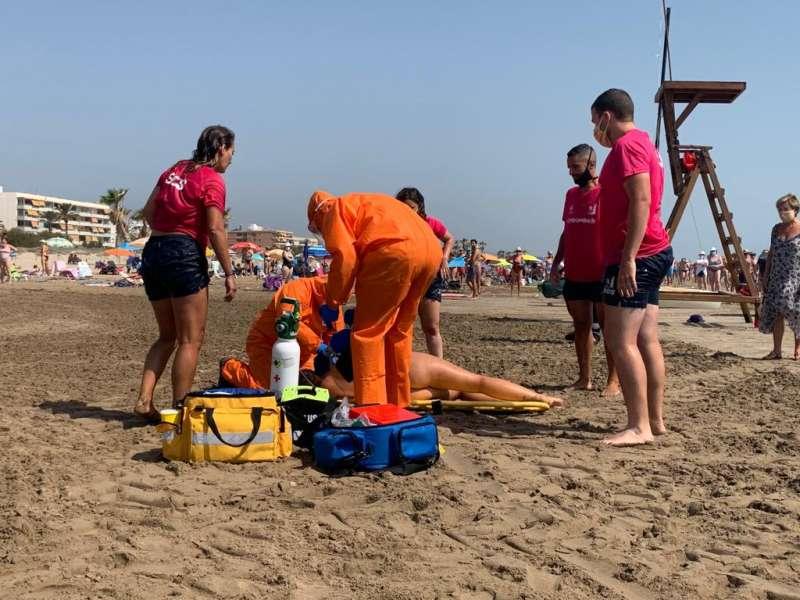 Simulacro de salvamento realizado en la playa de Canet esta semana.