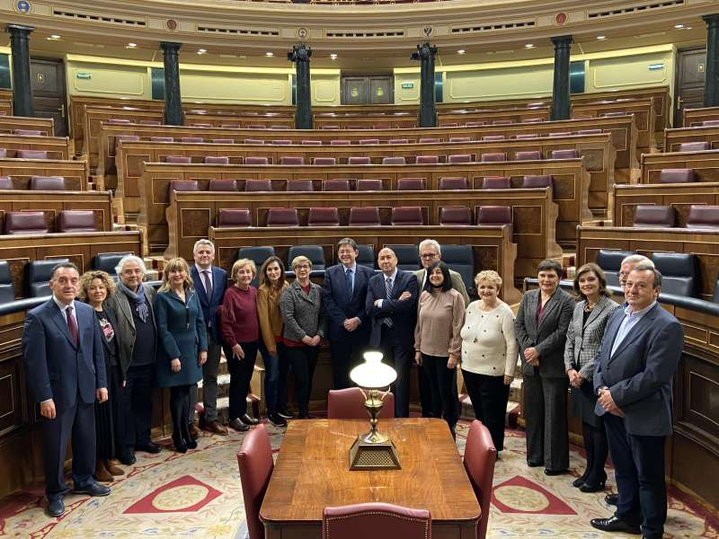 Ximo Puig con parlamentarios valencianos en Madrida. EPDA