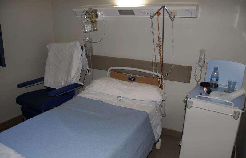 Los enfermeros denuncian el cierre de 3.000 camas de hospitales en verano. EFE
