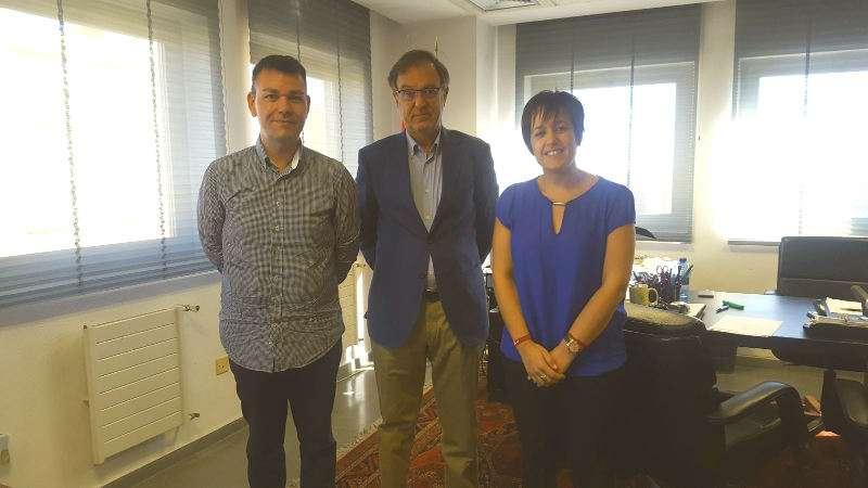 L?alcalde de Catarroja, Jesús Monzó i la primera tinent d?alcalde, Lorena Silvent amb el subdelegat de Govern. EPDA