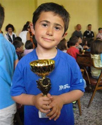 José García posa con su trofeo. Foto: EPDA.