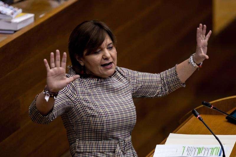 La portavoz del grupo parlamentario popular, Isabel Bonig, durante una intervención en el pleno de Les Corts. EFE/Archivo