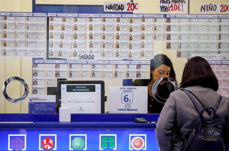 Imagen de archivo de una administración de lotería. hostelería. EFE/Ana Escobar