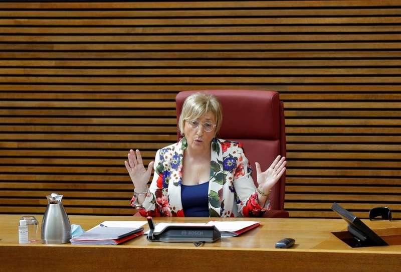 La consellera de Sanidad, Ana Barceló, en una comparecencia ante Les Corts durante esta pandemia. EFE/Manuel Bruque